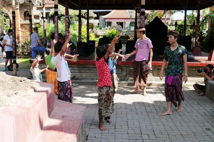 Image of children learning traditional Balinese dancing in the courtyard of Ubud Palace