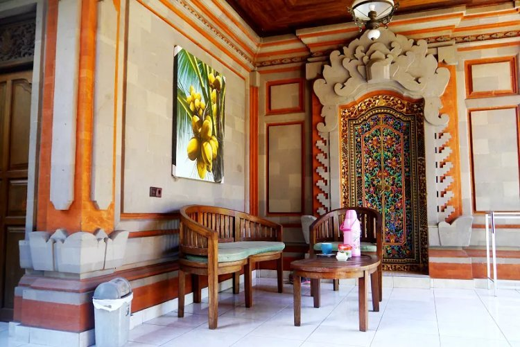 Image of seating area on front porch area of guesthouse in Bali