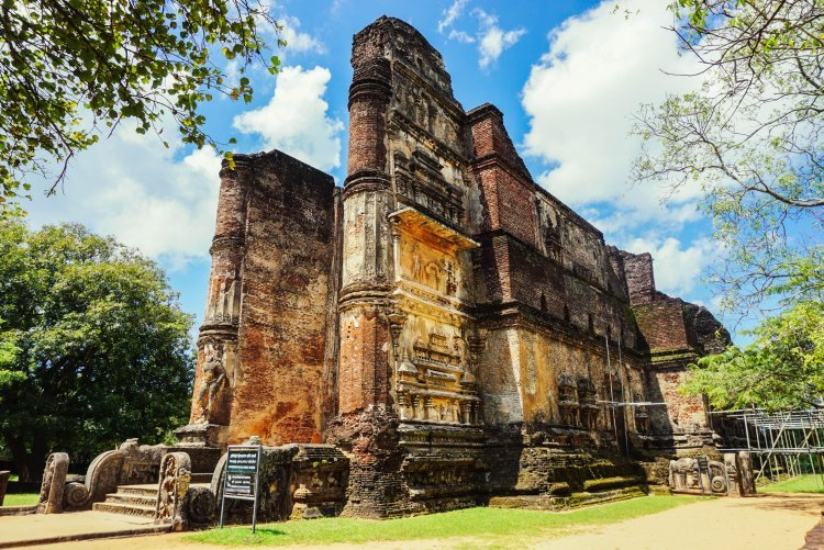 Image of walls and stairs remaining on a buddhist temple in Polonnaruwa Sri Lanka