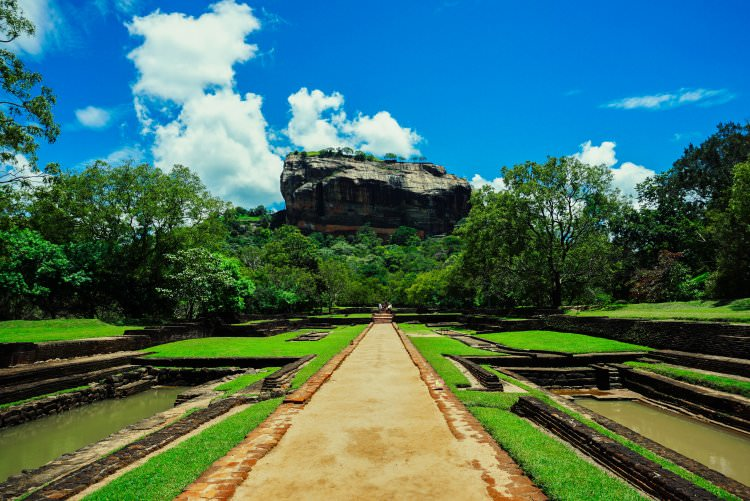 Image of Sigiriya Rock in Sri Lanka at the entrance to the site