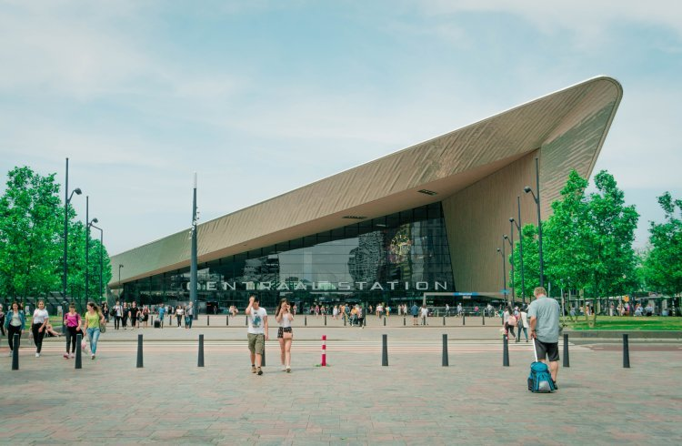 Image of exterior of Rotterdam central train station