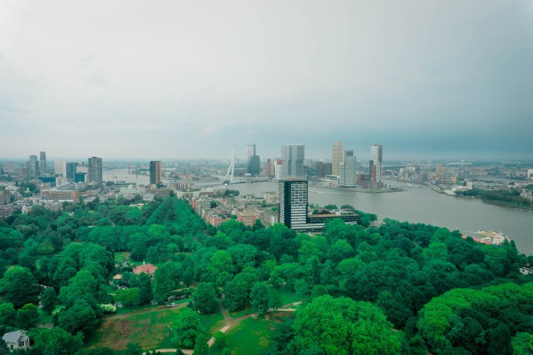 Image of the view from the top of the Euromast tower of Rotterdam skyline