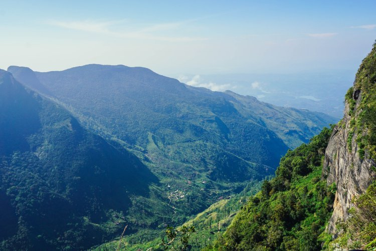 Image of the view of hills and towns below from the World's End viewpoint in Sri Lanka