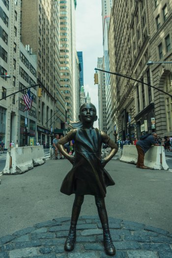 Image of Fearless Girl statue in New York's Financial District