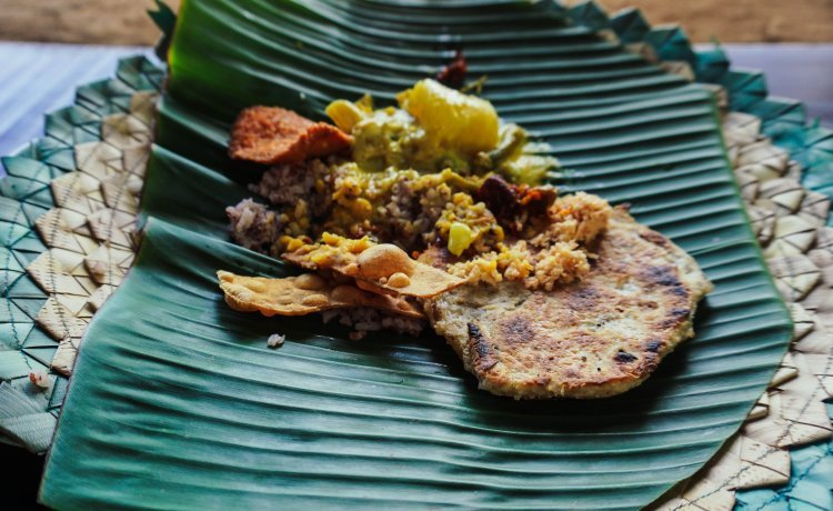 Image of Sri Lankan curry and roti served on banana leaf